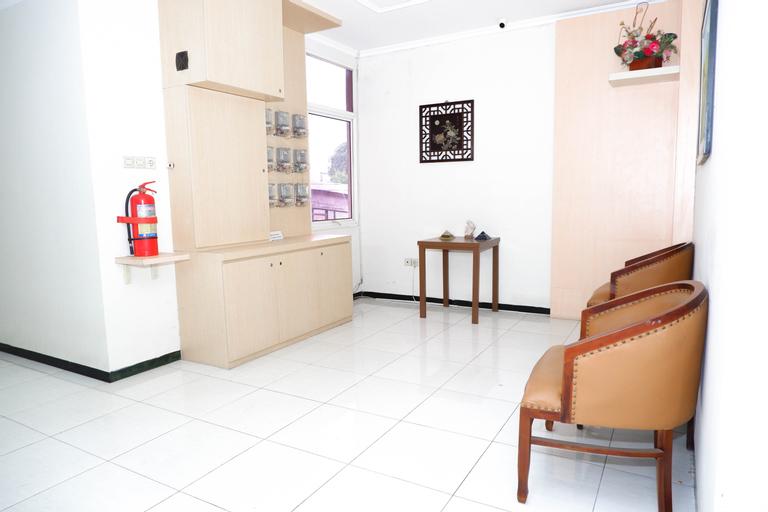OYO 389 Sky Guesthouse, Semarang