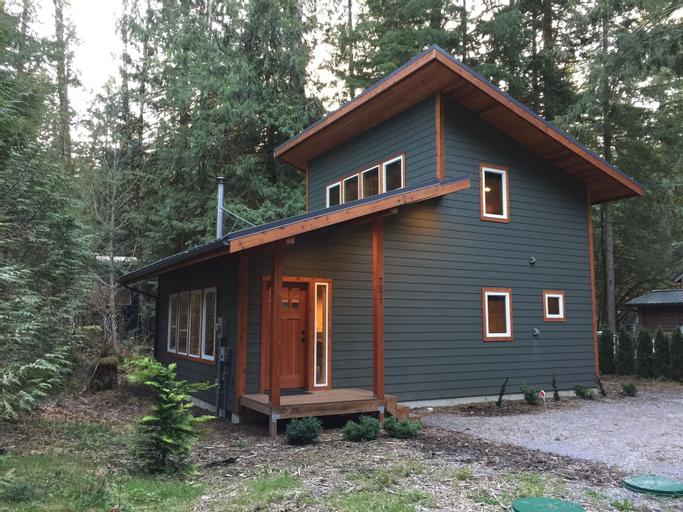 Mt. Baker Lodging Cabin 74 -Pets OK, WiFi, Sleeps 8! by MBL, Whatcom