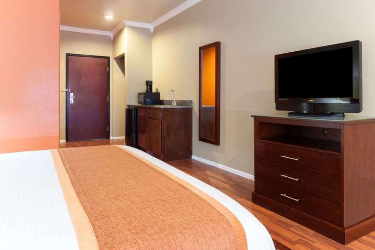 Days Inn & Suites by Wyndham Groesbeck, Limestone