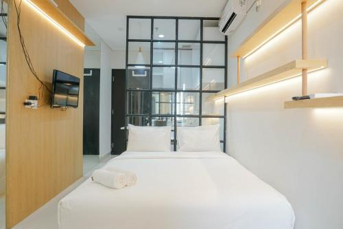 Spacious and Modern Studio at Atlanta Apartment By Travelio, Depok