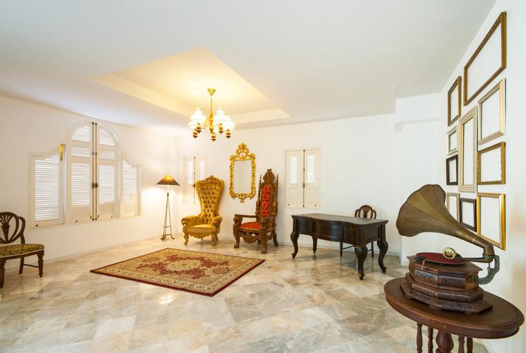 Dharasom Colonial House, Bang Plee