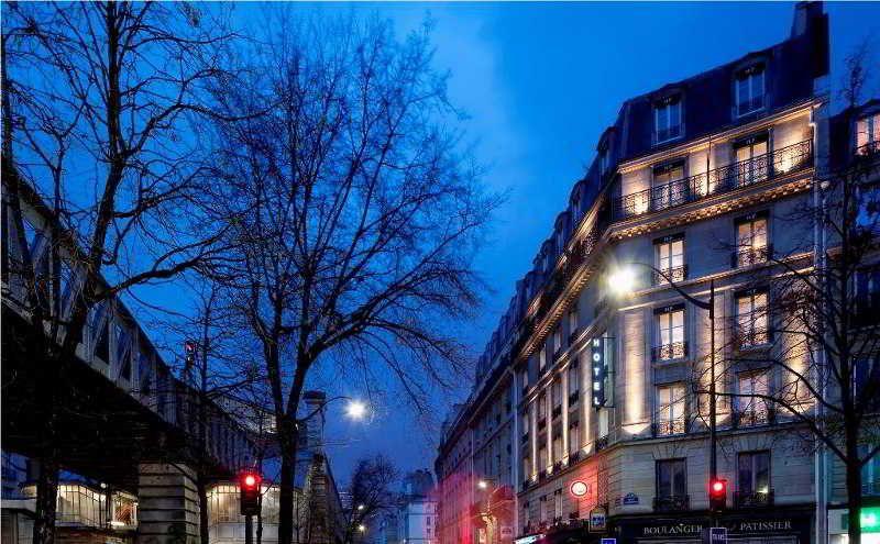 First Hotel Paris Tour Eiffel, Paris