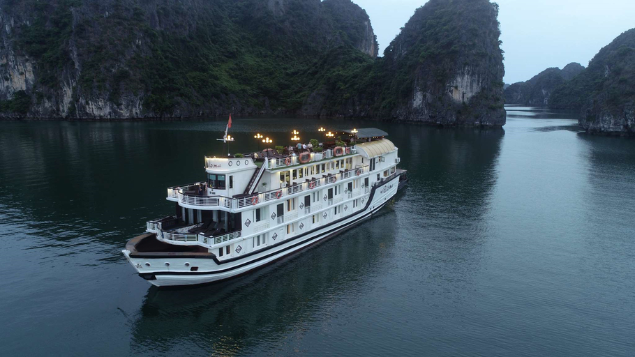 Halong Paloma Cruise, Hạ Long