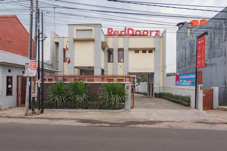 RedDoorz near Jatinangor Town Square, Sumedang