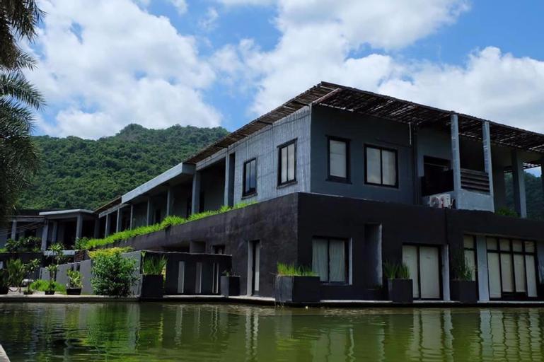 Avatar Miracle Hotel, Ban Rai