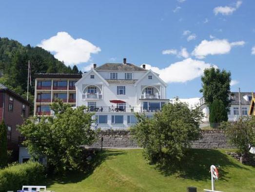 Midtnes Hotel, Balestrand