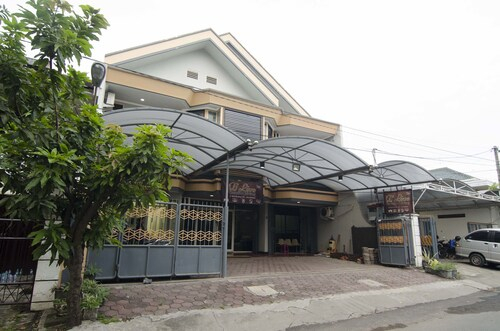 RedDoorz Raya Ngagel, Surabaya