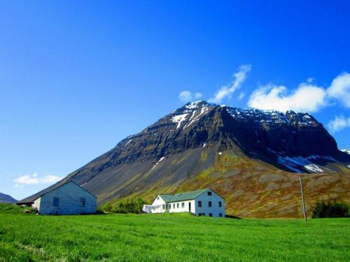 Guesthouse Kirkjubol in Bjarnardalur, Ísafjarðarbær