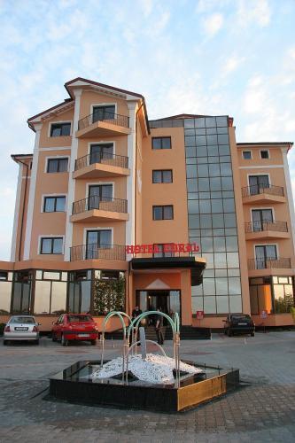 Hotel Coral, Dorolt