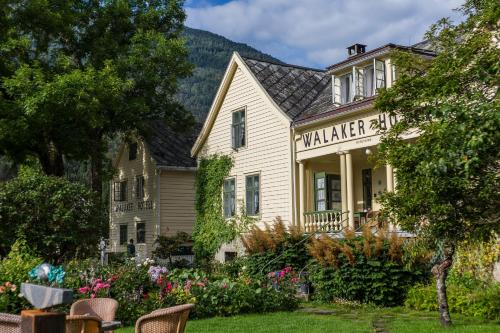 Walaker Hotel, Luster