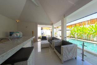 Minimalist modern three-bedroom villa in an ideal location for traveling in Bali, Badung