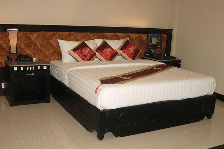 Rock Royal Hotel & Resort, Kaeb