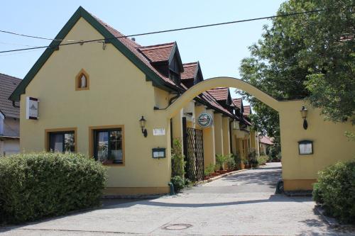 Levanda Panzio, Sopron-Fertőd