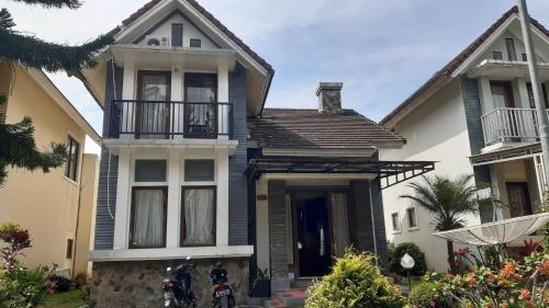 Menyewakan villa, Cianjur