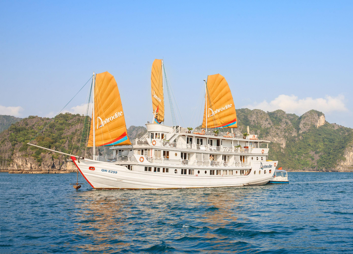 Aphrodite Cruises, Hạ Long