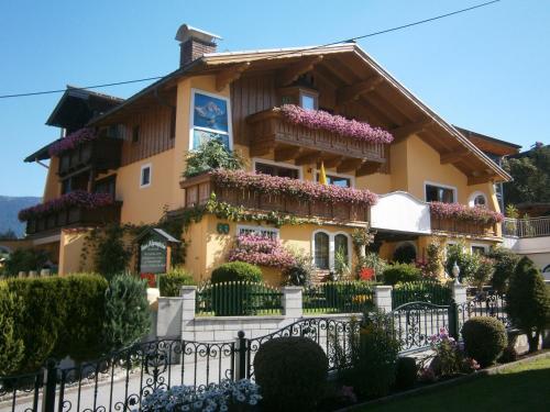 Haus Alpengluhn, Hallein