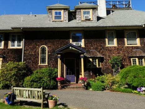 The Doctors House Bed and Breakfast, Dukes