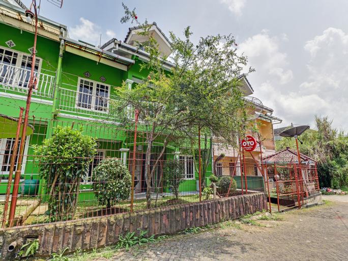 OYO 90014 Green House Cipanas, Bogor