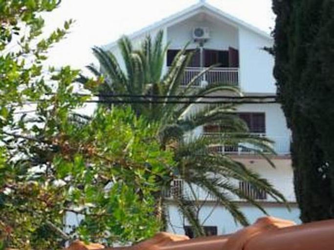 Raviola Apartments,