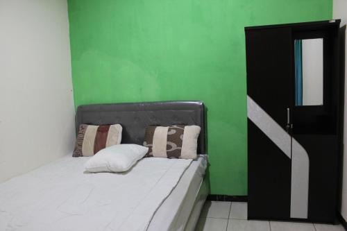 OYO 3449 Putri Garuda Syariah, Surabaya