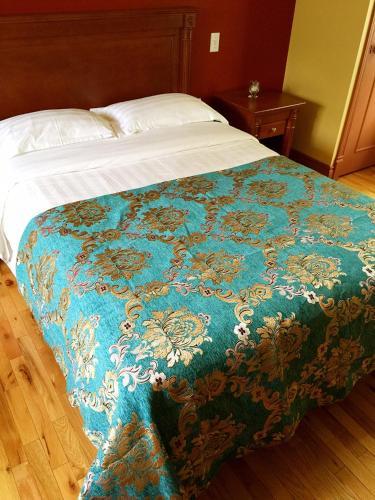 Motel au P'tit Sapin, Mirabel
