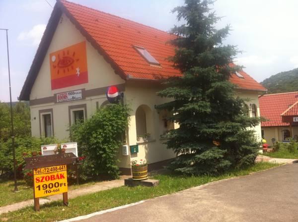 Well Panzió, Pécs
