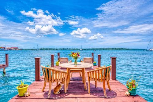 Los Balcones Over the Sea, Bocas del Toro