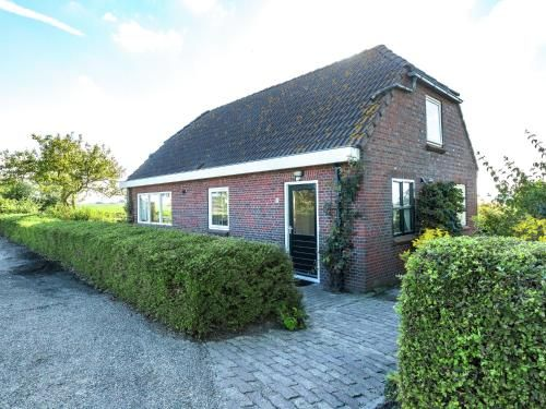 Peaceful Holiday Home in Finsterwolde with Barbecue, Winschoten