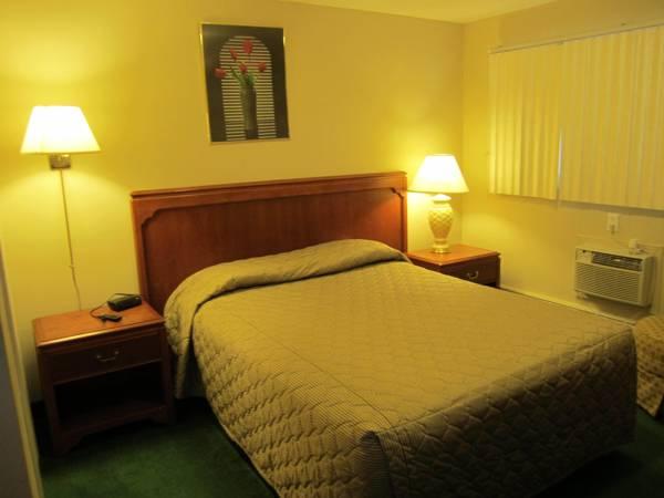 Canadiana Motel, Grey