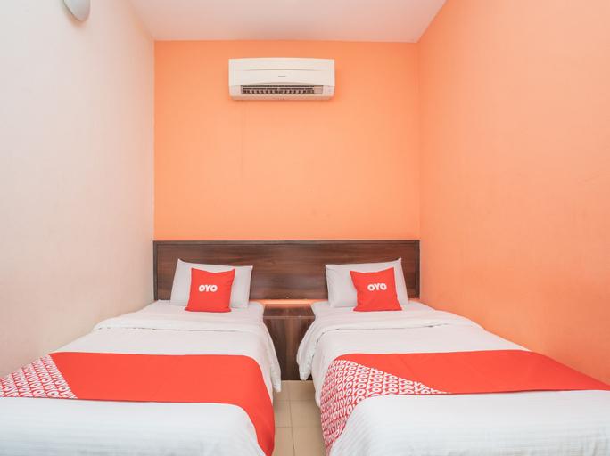 OYO 44078 The Island Hotel, Manjung