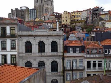 Liiiving in Porto-Blue Flower Apartment, Porto