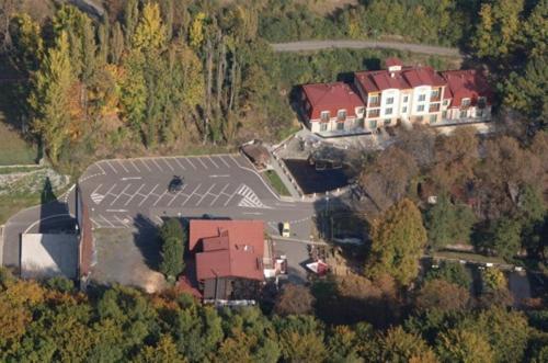 Hotel Loucky, Most