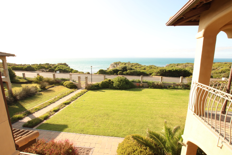 On the Cliff Guest House, Overberg