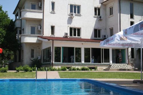 Hotel Paradis, Slatina