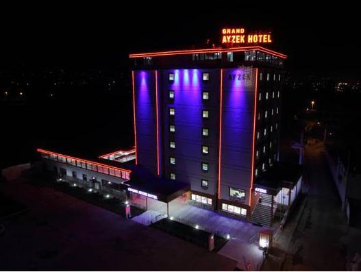 Grand Ayzek Hotel, Merkez