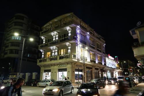 Hotel Monarch, Elbasanit
