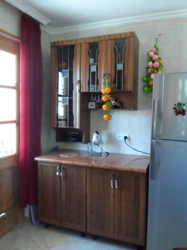 California Guest House, Gori