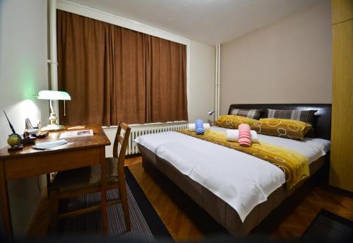 Glorious Rooms, Niš