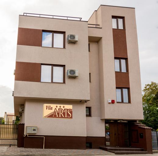 Aris Villa, Iasi