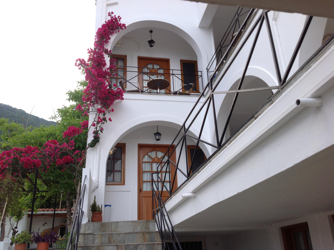 Travlos Studios, Ionian Islands
