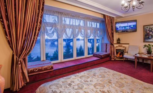 Гостиница Огни Енисея, Krasnoyarsk
