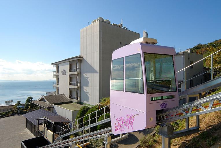 Kirakankou Hotel, Kira