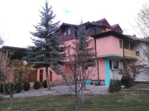 Villa Lilia, Apriltsi