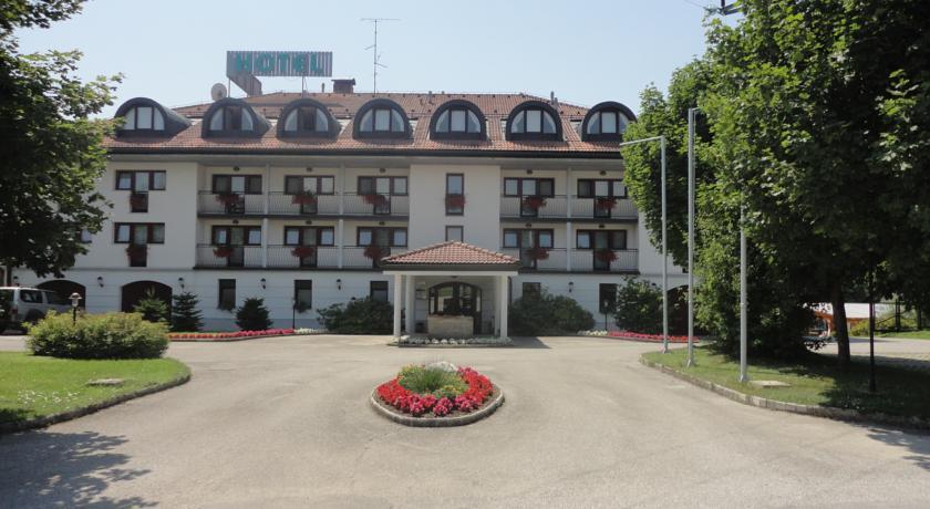 Kanu Hotel, Medvode