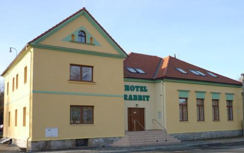 Hotel Rabbit, Benešov