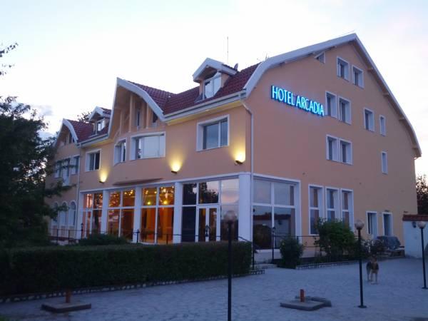 Hotel Arcadia, Sacadat