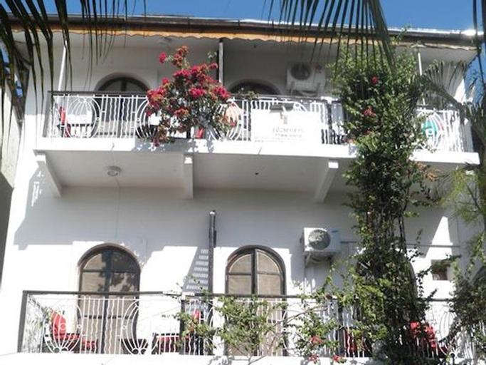 Warere Town House, Mjini