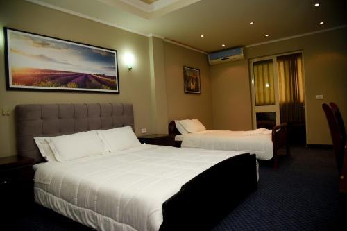 Imperial Hotel IH, Elbasanit