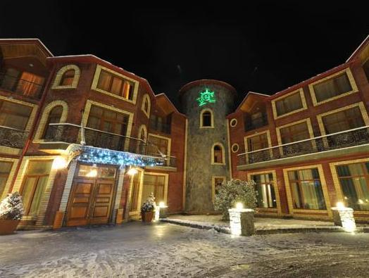 El Resort Hotel, Qax