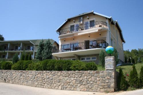 Apartments Suncani Breg Vrdnik, Irig